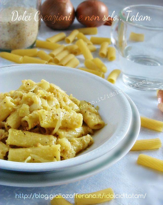 Rigatoni cipolle e pangrattato | ricetta primo piatto vegetariano