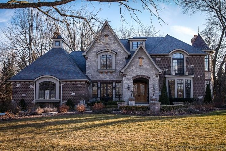 115 best curb appeal images on pinterest front door for Brick houses with stone accents