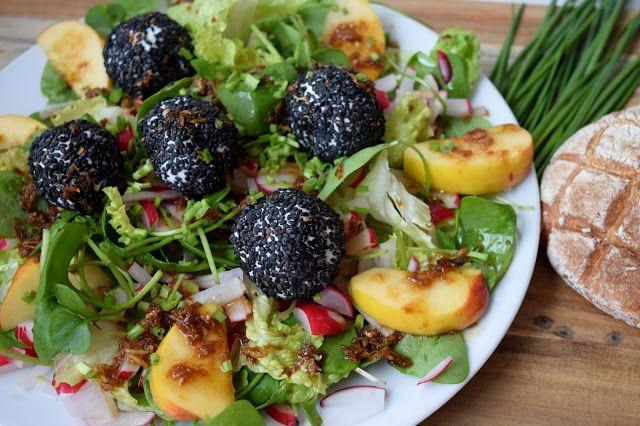 Gudrun's daily kitchen - ein österreichischer Foodblog: Radieschen Portulak Salat mit lauwarmen Sesam-Zieg...