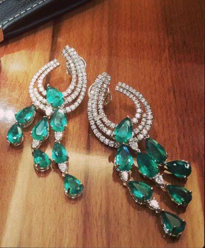 Farah Khan Fine Jewellery! Stunning emerald diamond earrings.
