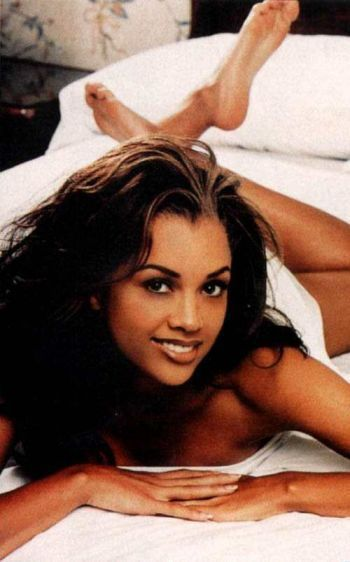 vanessa williams 1984 penthouse magazine publishes nude photographs of miss america vanessa. Black Bedroom Furniture Sets. Home Design Ideas