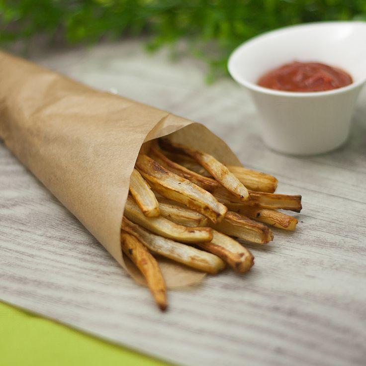 Pommes kann man nicht nur aus Kartoffeln machen sondern aus den verschiedensten Wurzelgemüsesorten. Am besten schmecken mmn frische Schwarzwurzel-Pommes.