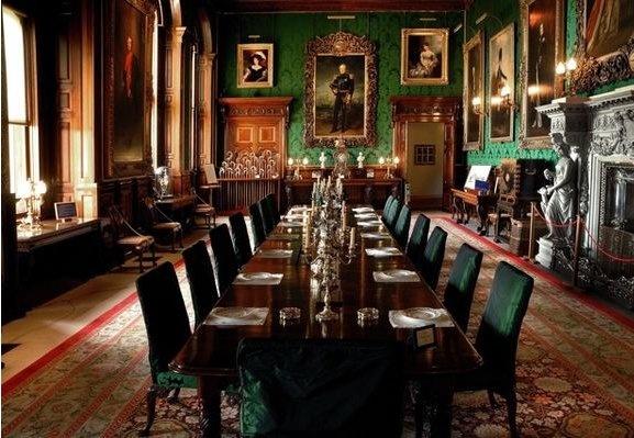 ALNWICK-CASTLE DINING ROOM