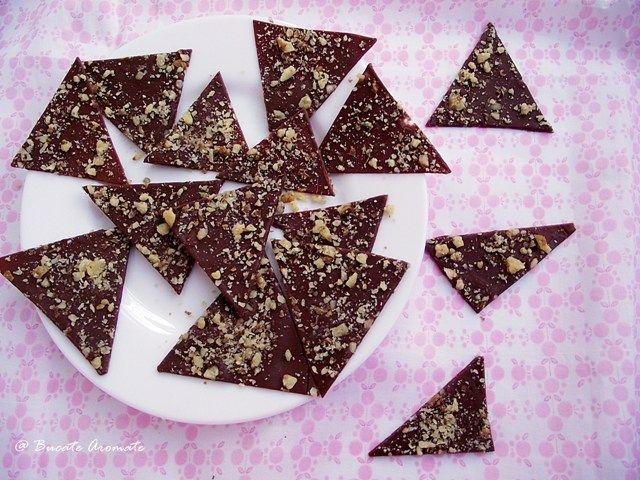 Decor pentru tort din ciocolată şi nuci