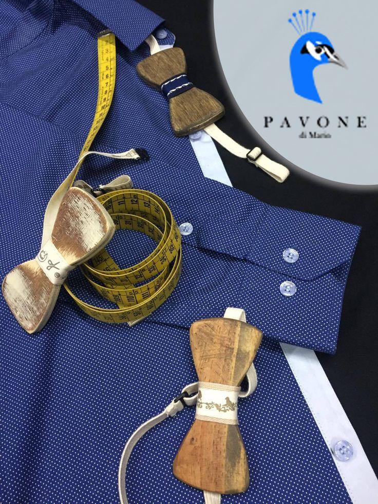 Συνδυάστε άψογα το χειροποίητο πουκάμισο σας, με ένα σκαλισμένο στο χέρι παπιγιόν της επιλογή σας.