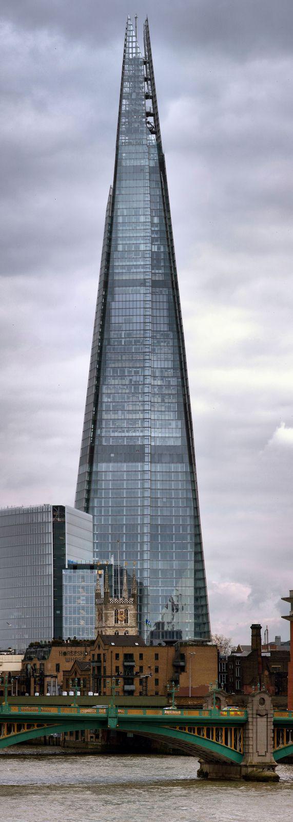 Oltre 25 fantastiche idee su architettura moderna su for Architettura moderna londra