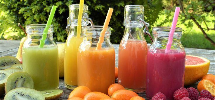 Saftfasten ist eine leichtere Form des Heilfastens. Statt Tee und Wasser werden Obst- und Gemüsesäfte getrunken. Wir zeigen dir, wie das funktioniert, worin die Vorteile liegen und worauf du achten musst.