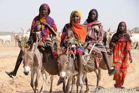 チャド湖 岸定期市場へ向かう人々