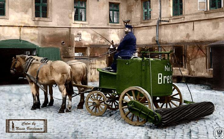 Wrocław- Zamiatarka końskich odchodów z ulicy.