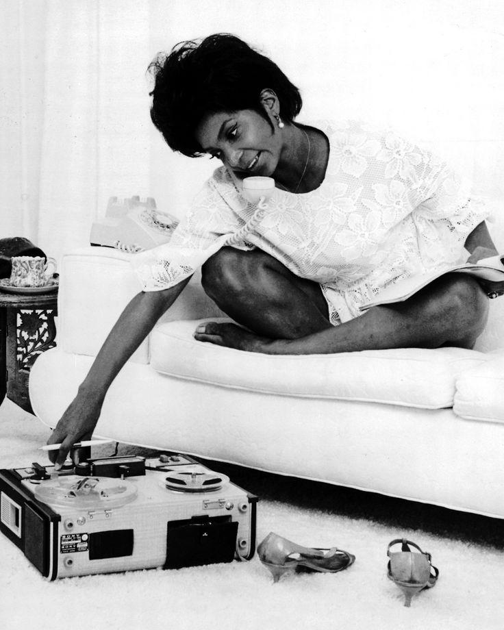 "Stereo Candies: NICHELLE NICHOLS ""DARK SIDE OF THE MOON"" (1974)"