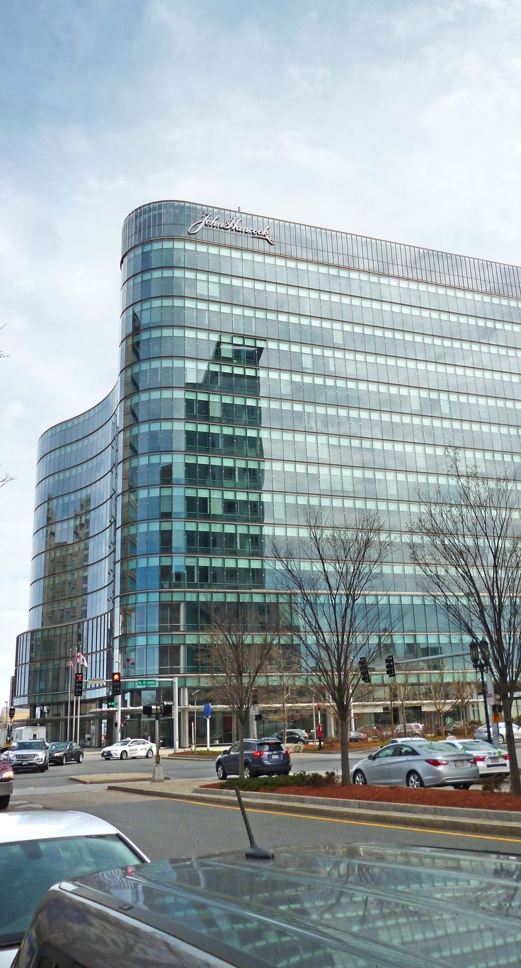 John Hancock's core retail products in the U.S. focus on providing financial solutions at every stage of our clients' lives. Our product suite includes life insurance, mutual funds, 401(k) plans, and annuities. We distribute our products primarily through licensed financial advisors, and through Signator Investors, Inc., a national network of independent firms.