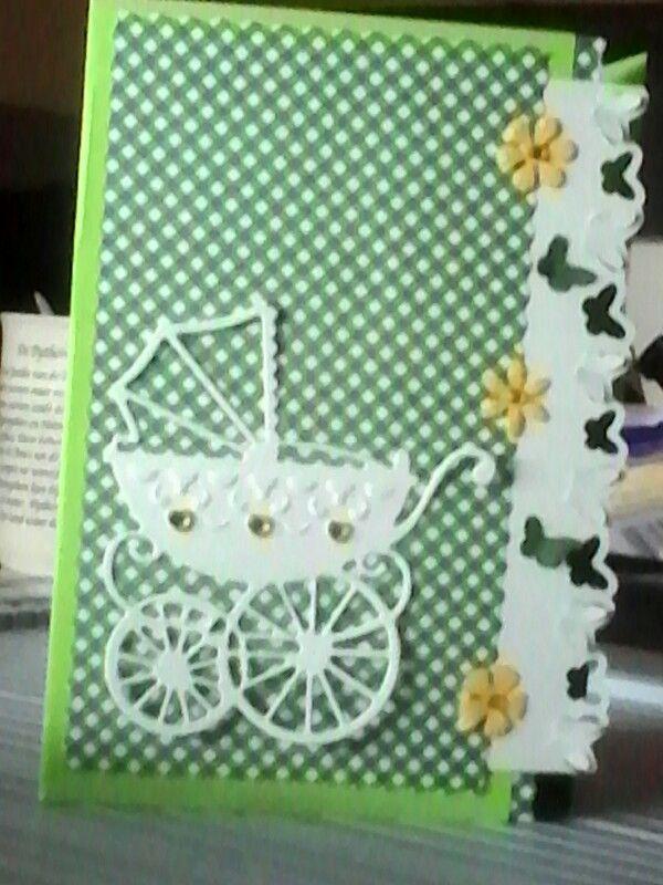 Geboortekaartje in lentekleuren. De wandelwagen is uitgestanst met een mal van Marianne Design LR 0238 en de bloeme zijn itgeponst en geembossed met de floral ponsen van Nellie Snellen. De vlinderrand is gemaakt met een pons van Martha Stewart.