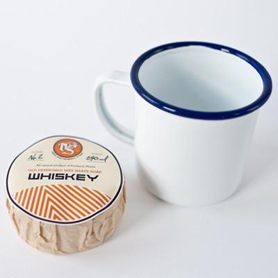 Savonde 240ml accompagné d'une tasse à mousser en acier émaillé de porcelaine Falcon, un classique britannique depuis 1920! Le savon produit une mousse rich...