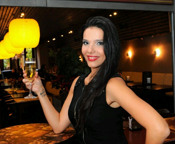 Candidata a Reina del Carnaval de Santa Cruz de Tenerife 2013 - Zaida Prieto Representa: C.C. Parque Bulevar y Diario de Avisos Diseñador: Cavi Lladó