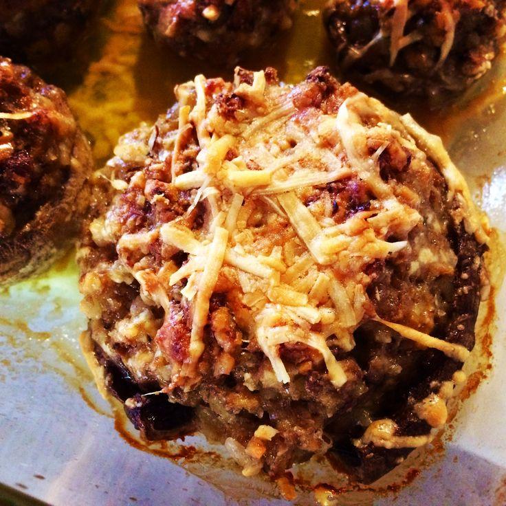 Funghi champignon ripieni: champiñones, nueces del Brasil y queso parmesano... ¡Una entrada deliciosa! #SugoDiPomodoro #Recetas #Cocina