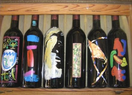 Un coffret de 6 bouteilles peintes par 6 artistes. FRANCOIS BOISROND, CHRISTINE ANKAOUA, CLAIRE PICHAUD, ANNA PRICOUPENKO, RAFAEL MAHDAVI, ALAIN DIOT.