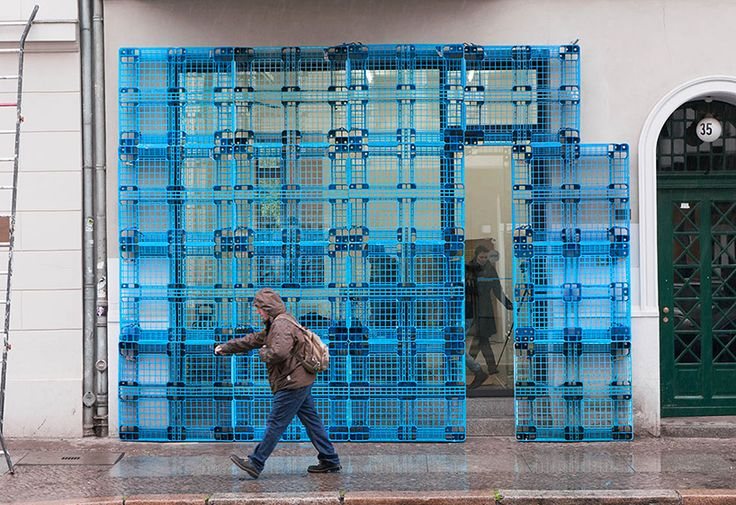BORGMAN | LENK + jan körbes reconstruct building façade using plastic pallets