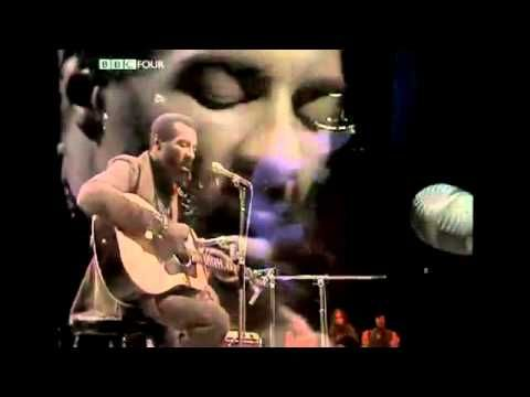 """Superb performance by Richie Havens. Watch him segue way from Van Morrison's """"Tupelo Honey"""" into a sublime version of Bob Dy;an's """"Just Like A Woman"""""""