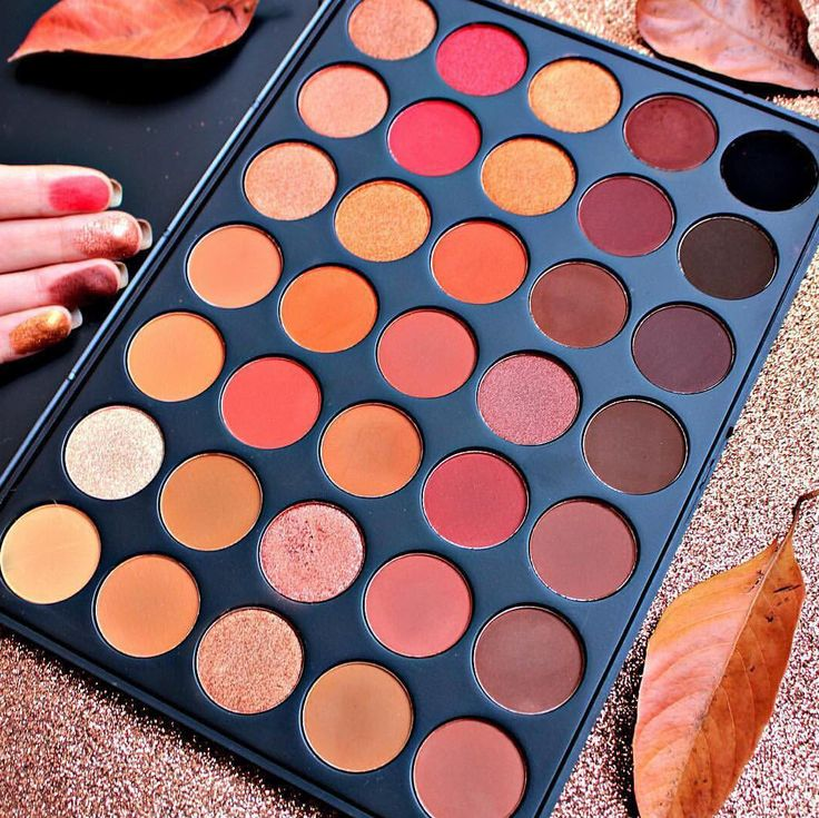 Hot off the presses, Morphe Brushes just release their new 3502 Second Nature palette. Which was officially released on October, 12th.It is the sequel to their