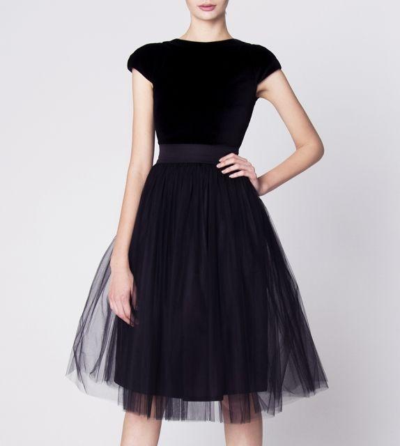 http://szyjemysukienki.pl/kategoria/sukienki/czarna-tiul