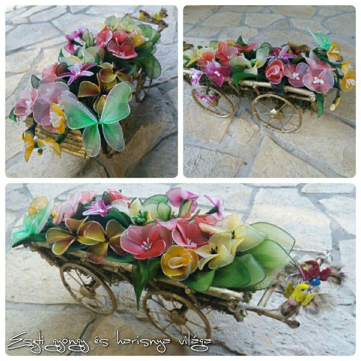 Saját készítésű lovas szekér harisnya virágokal