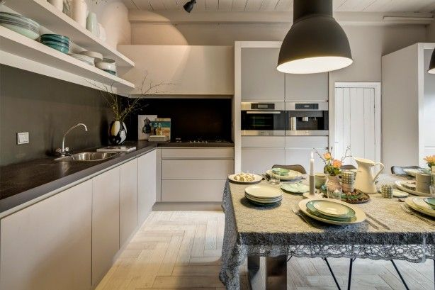RTL Woonmagazine prachtige taupe kleur keuken