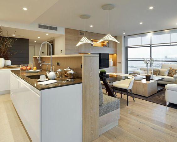 Sitzbank und Kücheninsel mit gemeinsamer Rückenwand