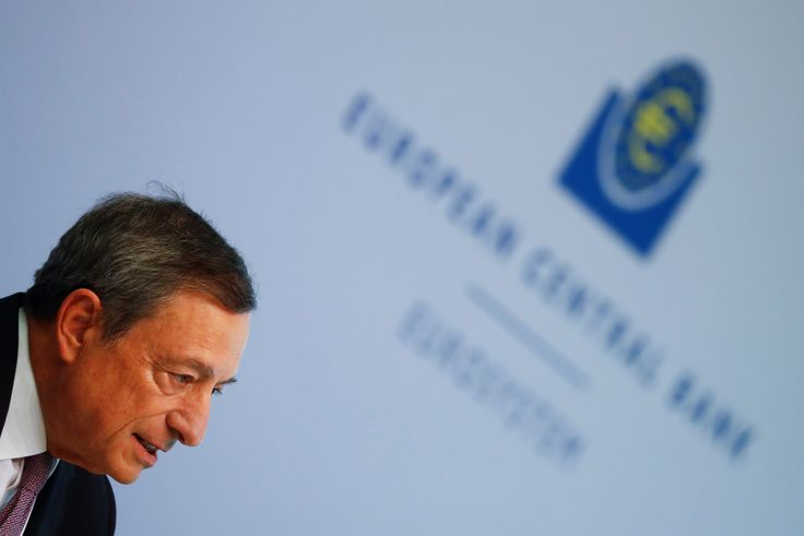 Draghi dice que el BCE debatirá en octubre sobre la retirada de sus medidas de estímulo
