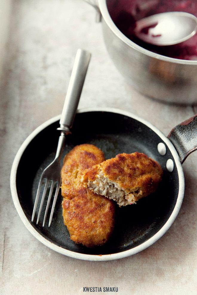 Polish Kotlety mielone - Przepis..kajzerka is bread..this is a meat, onion, bread filled cutlet *use Bing Translator