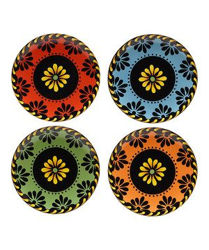 Spice up the tabletop with this Southwestern-themed dessert plate set. Durably constructed and vibrantly decorated, it adds a dose of flair to any flan or flambé.