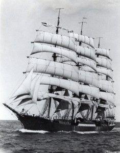 Судно было построено в 1925-1926 годах и спущено на воду 23 июня 1926 года в Германии (в городе Геестемюнде, сейчас Бременхафен) и называлось Padua. Хозяином барка «Падуя» был немец по фамилии F. Laeisz).До Второй Мировой Войны барк «Падуя» использовался для перевозки грузов из Европы в Чили, а также возил шерсть и зерно из Австралии в Европу. В феврале 1946 года над «Падуей» подняли советский флаг, и барк получил новое название «Крузенштерн»