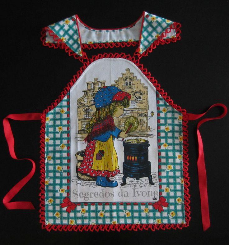 AC24 - Confecção de remate em crochet no avental, partindo de um pano de loiça.