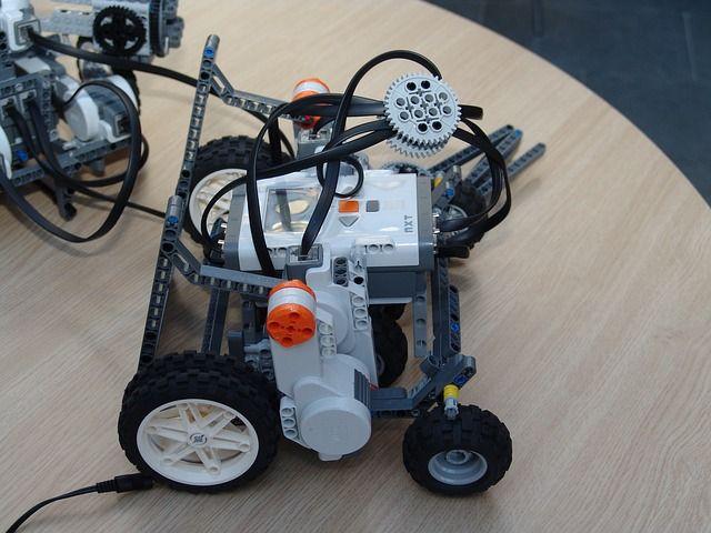 Photo By pohjakroon | Pixabay   #robot #technology #programming #robotics #technology