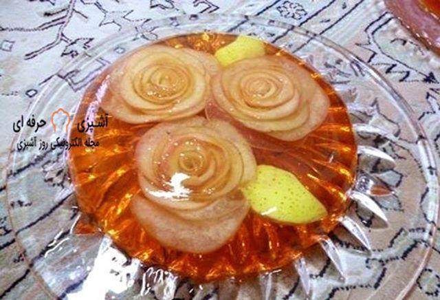 ژله رز سیب ژله ای شیک و مناسب مجالس است این دسر خوشمزه خیلی راحت درست می شود و بسیار پرطرفدار است برای مشاهده مقالات بیشتر در دسته انواع Food Desserts Pudding