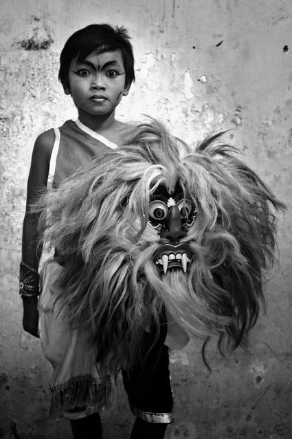 Diko Risanto, Jaranan (Pentulan). Copyright: © Diko Risanto, Indonesia, Shortlist, Portraits, Youth 2013 Sony World Photography Awards