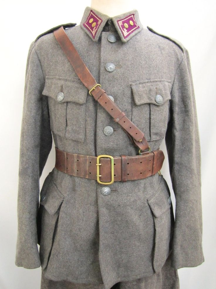 Purple/grey engineer collartabs with lieutenant rank rosettes. Jacket from Grey wool cloth. Green-grey metal buttons. Stamped INT 44 50 B, maker T.P.T and M=Sold stamp.  Late pattern, no sleeve openings. Brown Sam Browne belt M/27.