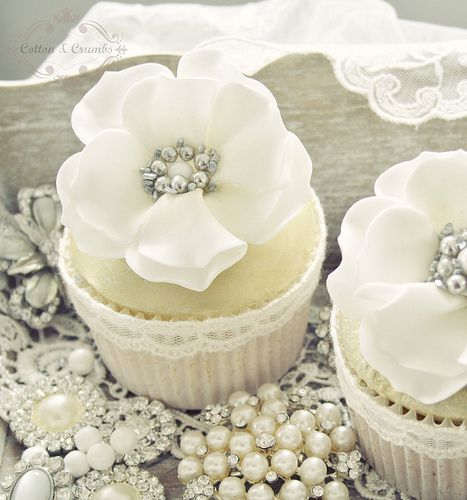 White and gold cupcakes - look at the bling!