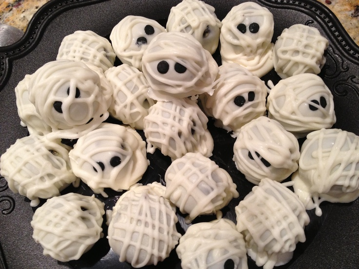 Oreo Truffle Mummies | SpOOkY Halloween Dinner Ideas | Pinterest