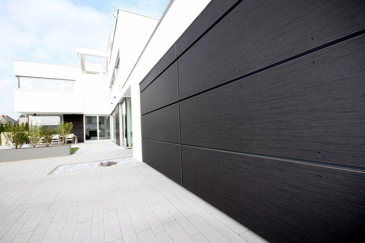 Fassade und Hörmann Garagentor verkleidet von TRESPA