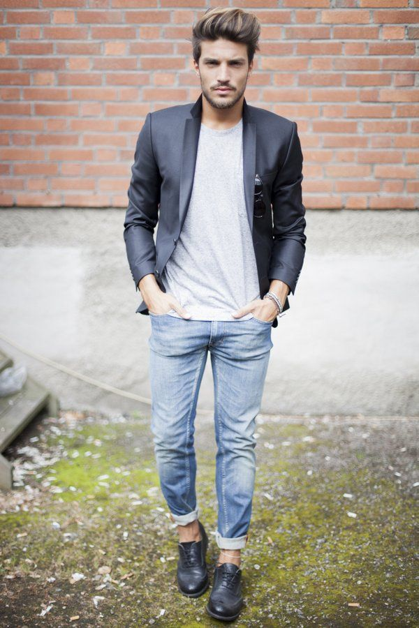 MDVs style for men, semi casual, blazer, simple tshirt and rolled up denim
