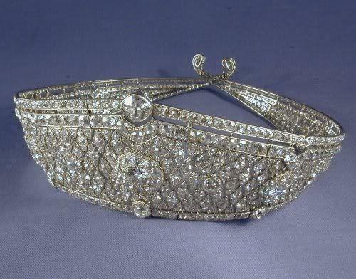 Kokoshnik tiara by cartier c 1922 art deco diamond tiara for Deco quadrilobe