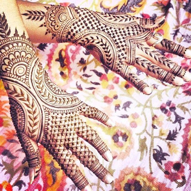 We love the modern feel of this mehndi / henna design by Maple Mehndi. Shaadi Glam @shaadiglam Instagram photos