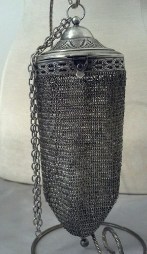 Vintage Whiting Davis Armor Mesh Round Silver Compact