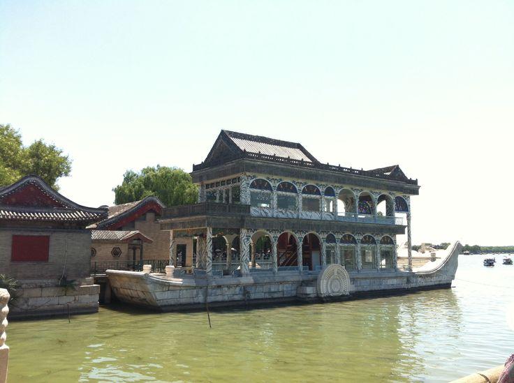 El barco de mármol del palacio de verano. Pekín.