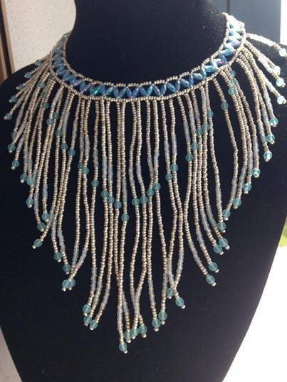 Collana con frange fatta a mano con perline in vetro nella tonalità dell'azzurro, by Pamy Bijoux, 40,00 € su misshobby.com