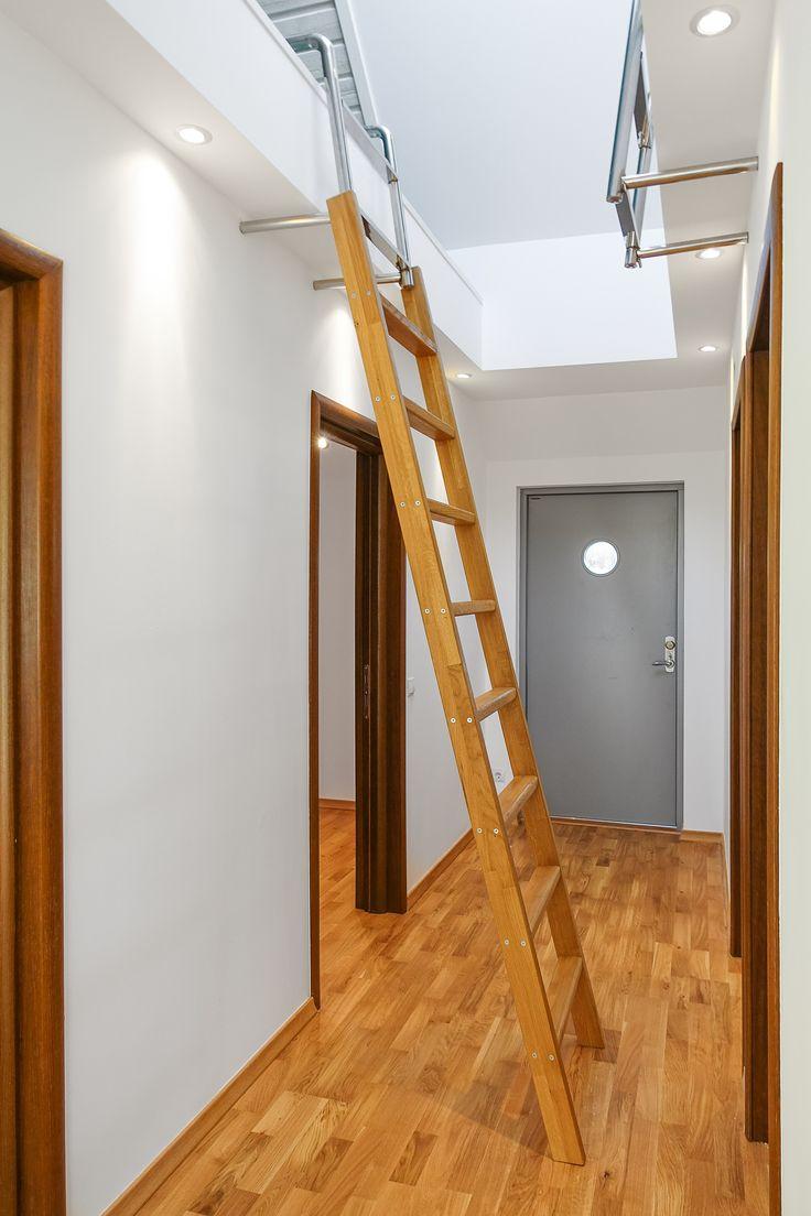 smart lösning med loft i hallen, stegen är avtagbar!