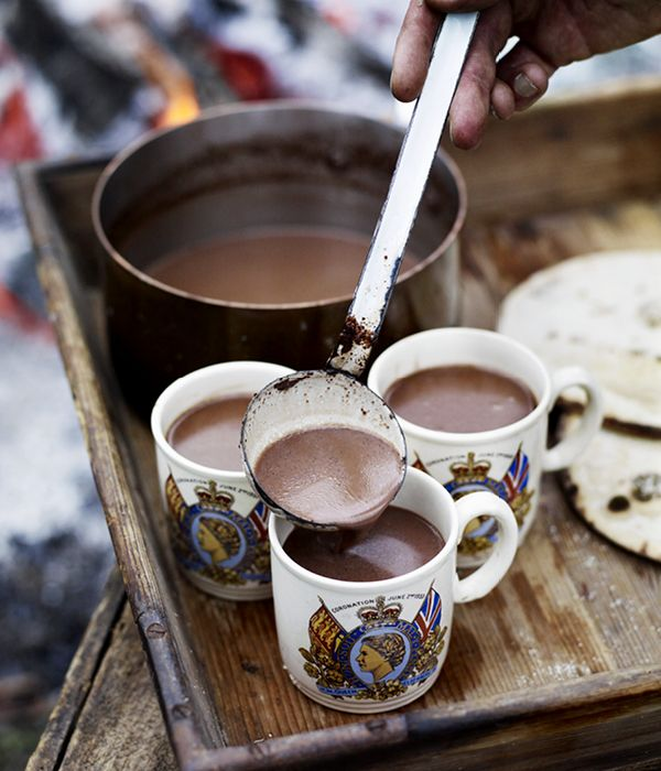 hot chocolate: pour 1 ltr of whole milk into a pan and warm. break 200g of 75% chocolate into small pieces and add it along with 2-3 tbsp of sugar. simmer and stir. let it sit for 5 mins, stir, and serve.