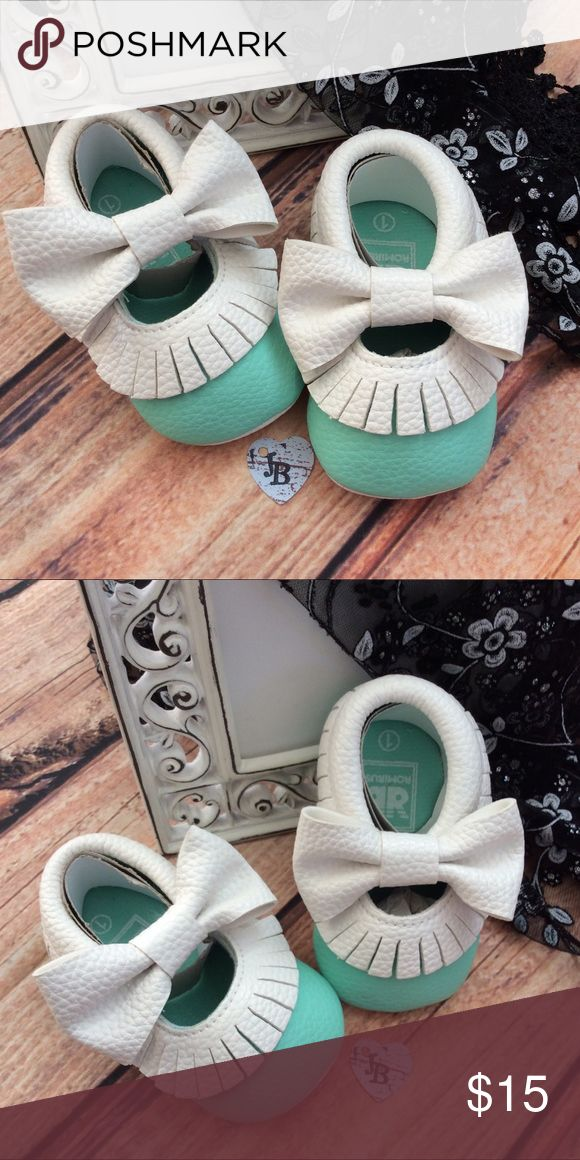 Boutique Baby Girl Mary Jane Fringe Mocassin Shoes Beautiful mint green baby crib shoe with white fringe around top and big bows at top of shoes. Precious!! Size 1: (0-6 mos) Size 2: (6-12 mos) size 3; (12-18 mos) Shoes Baby & Walker