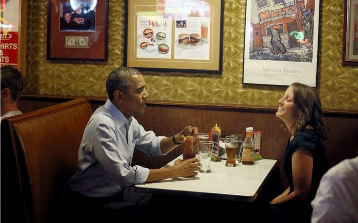 «Λατρεύω το δίκαιο, διανοητικά » εξήγησε ο Αμερικανός πρόεδρος σε μια συνέντευξη που παραχώρησε στο εβδομαδιαίο περιοδικό New Yorker. Τα μαθήματα και η συνδιαλλαγή με τους φοιτητές μου λείπουν», συνέχισε ο Ομπάμα, ο οποίος μέχρι στιγμής έχει δώσει ελάχιστες ενδείξεις για το τι πρόκειται να κάνει μετά την αποχώρησή του από τον προεδρικό θώκο τον Ιανουάριο του 2017.