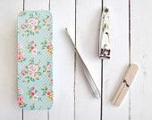 Floral beauty travel kit. Mint tin box, manicure set with beauty products. Roses. Vintage, shabby chic. Cath Kidston style